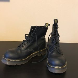 Dr Air Wair Martens Black Greasy- Size 6UK 7USA